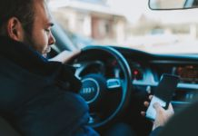 iPhone vs. Android in the Car: Are Apple Users the bigger danger for the traffic?