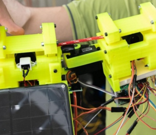 The sloth robot taught to climb a web of ropes
