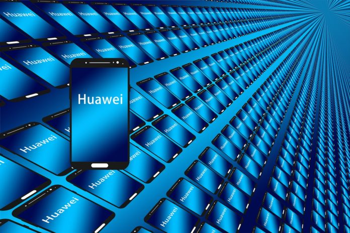 Advertisement on Huawei smartphone lock screens