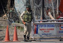 Bomb attack in Kashmir: 10 people injured including police and a journalist