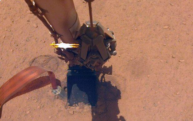 InSight station drill pops up
