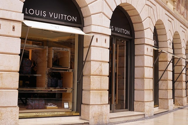 Louis Vuitton is in talks to buy Tiffany