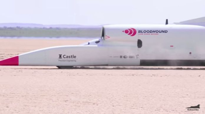 Ultrasonic car Bloodhound LSR accelerates to 806 kilometers per hour