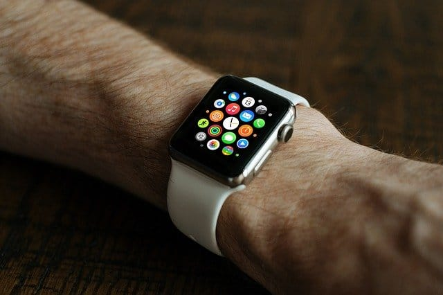 An American cardiologist sues Apple over Apple Watch technology