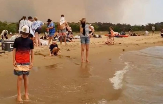 Australia, in one of its worst years by fire: 12 dead and 4,000 evacuated