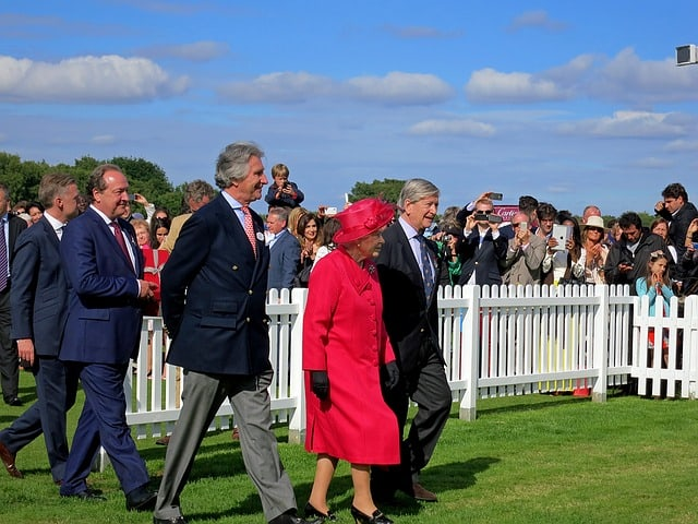 Everything you should know to bring the social networks of the Queen of England