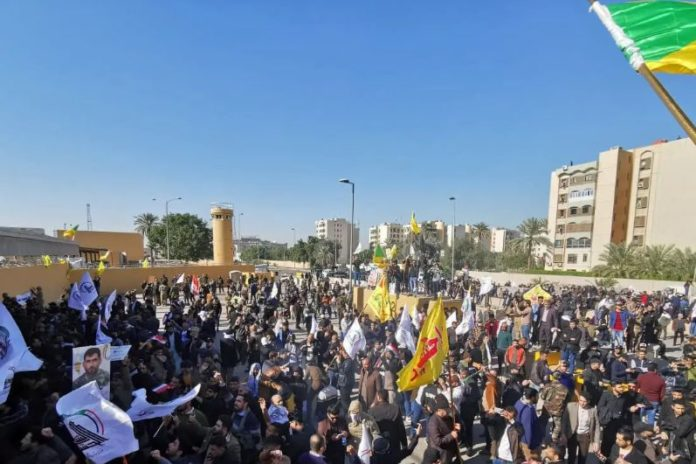 Several thousand demonstrators attack US embassy in Iraq