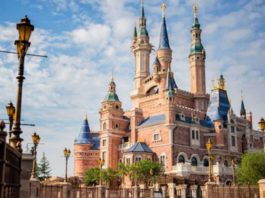 Disney closes its Shanghai theme park to avoid contagion