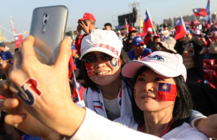 Taiwan holds elections suffocated by China's increasingly tight hug
