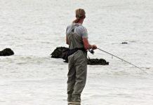 Australian fisherman hooks a crocodile for three minutes